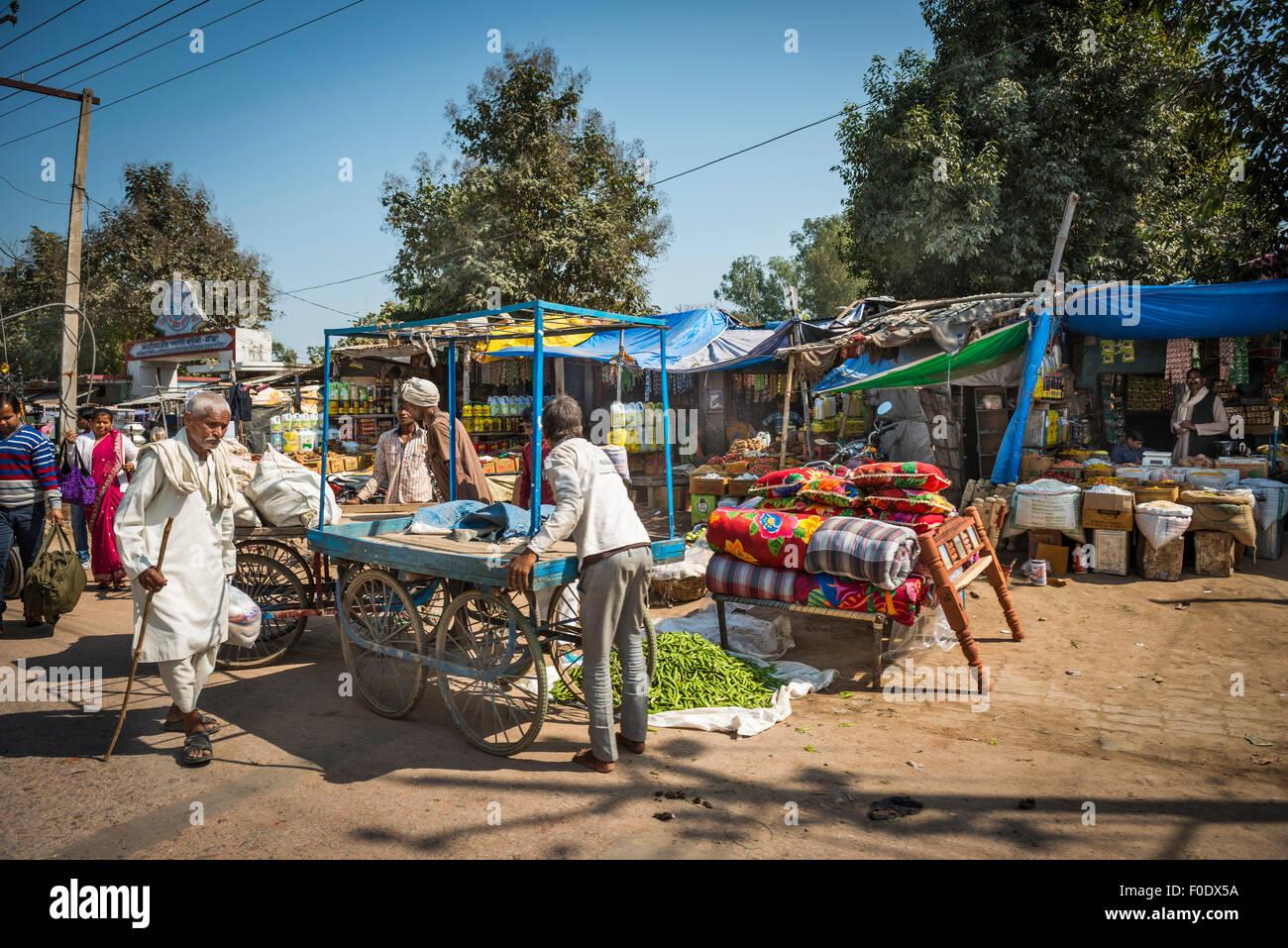 La vita quotidiana in una piccola città in India Immagini Stock
