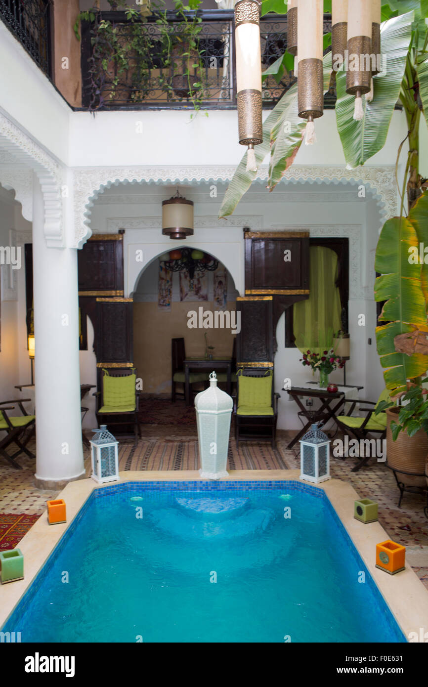 Arredare Casa Stile Marocco vista interna di una casa araba interno con piscina e arredi