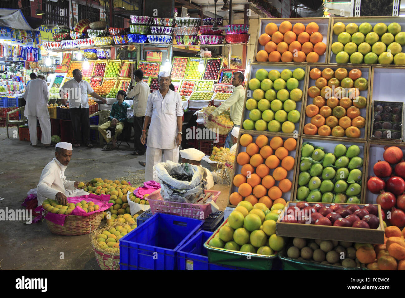 Mumbai, Maharashtra. 1 apr, 2014. 01 aprile 2014, Mumbai - India.Vista della Ram morde il negozio di frutta chiamato Immagini Stock