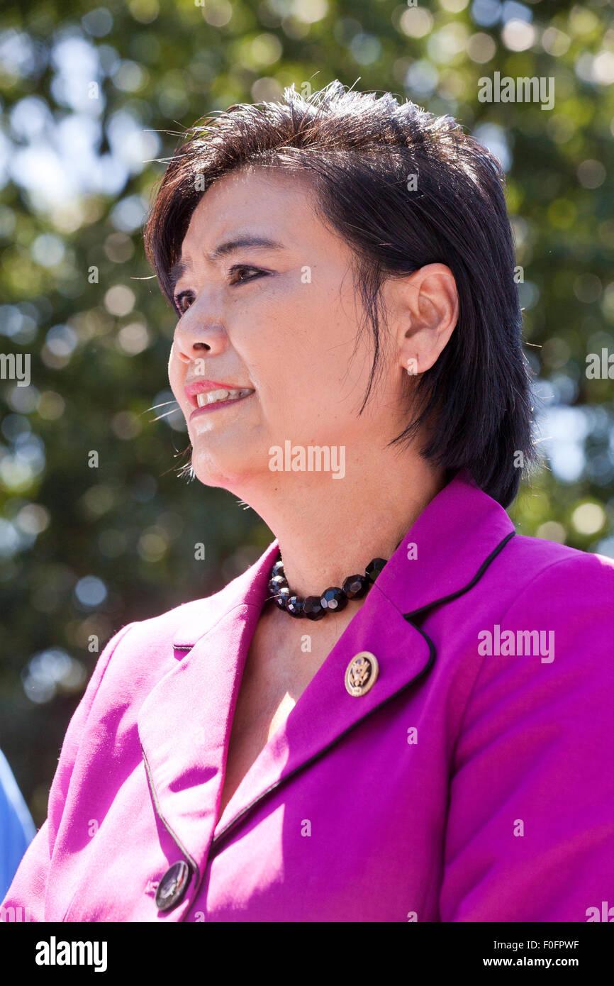 Noi congressista Judy Chu (D-CA) in attesa di parlare con contratto federale lavoratori in sciopero, esigente $15 Immagini Stock
