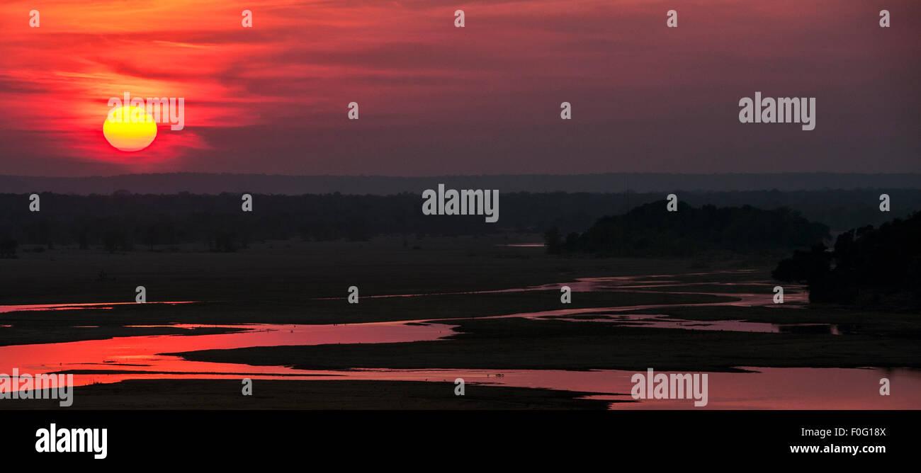 Gonarezhou National Park e il fiume Save all'alba Zimbabwe Africa Immagini Stock