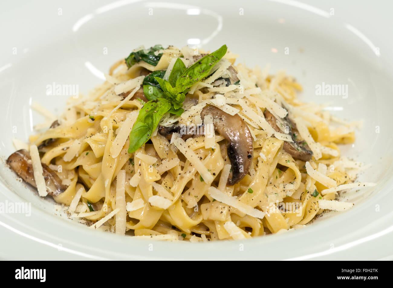 Pasta con funghi Immagini Stock