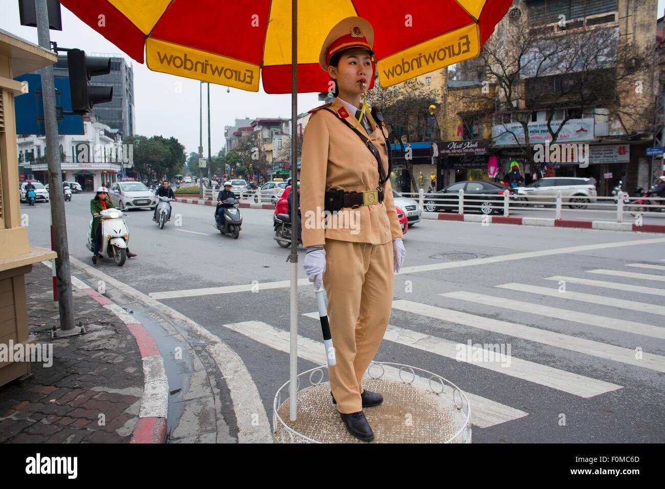 Scooter sono il principale mezzo di trasporto in Vietnam Immagini Stock