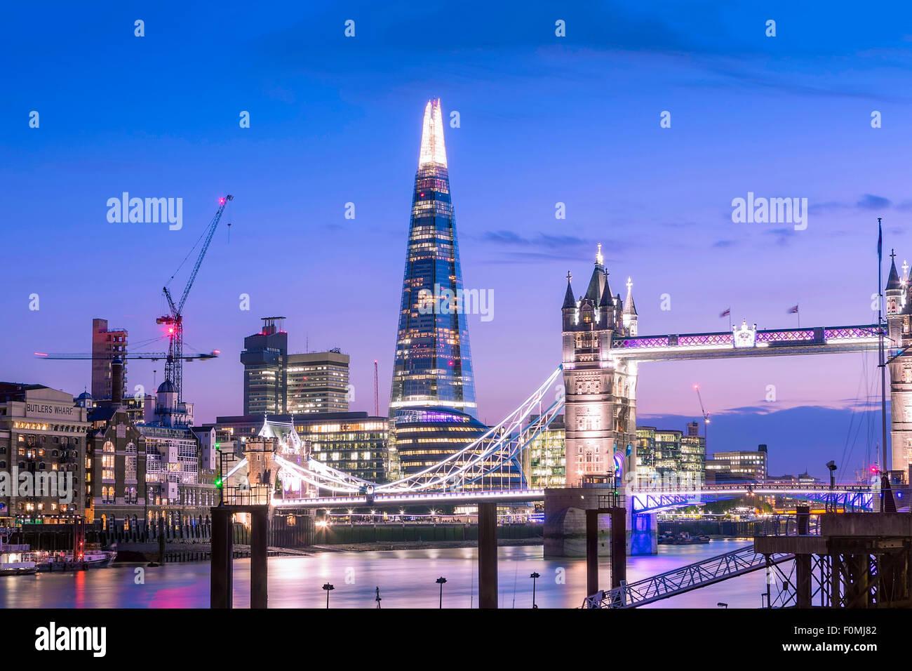 Il Tower Bridge, il Tamigi e la Shard Building a Londra, Inghilterra, Regno Unito Immagini Stock