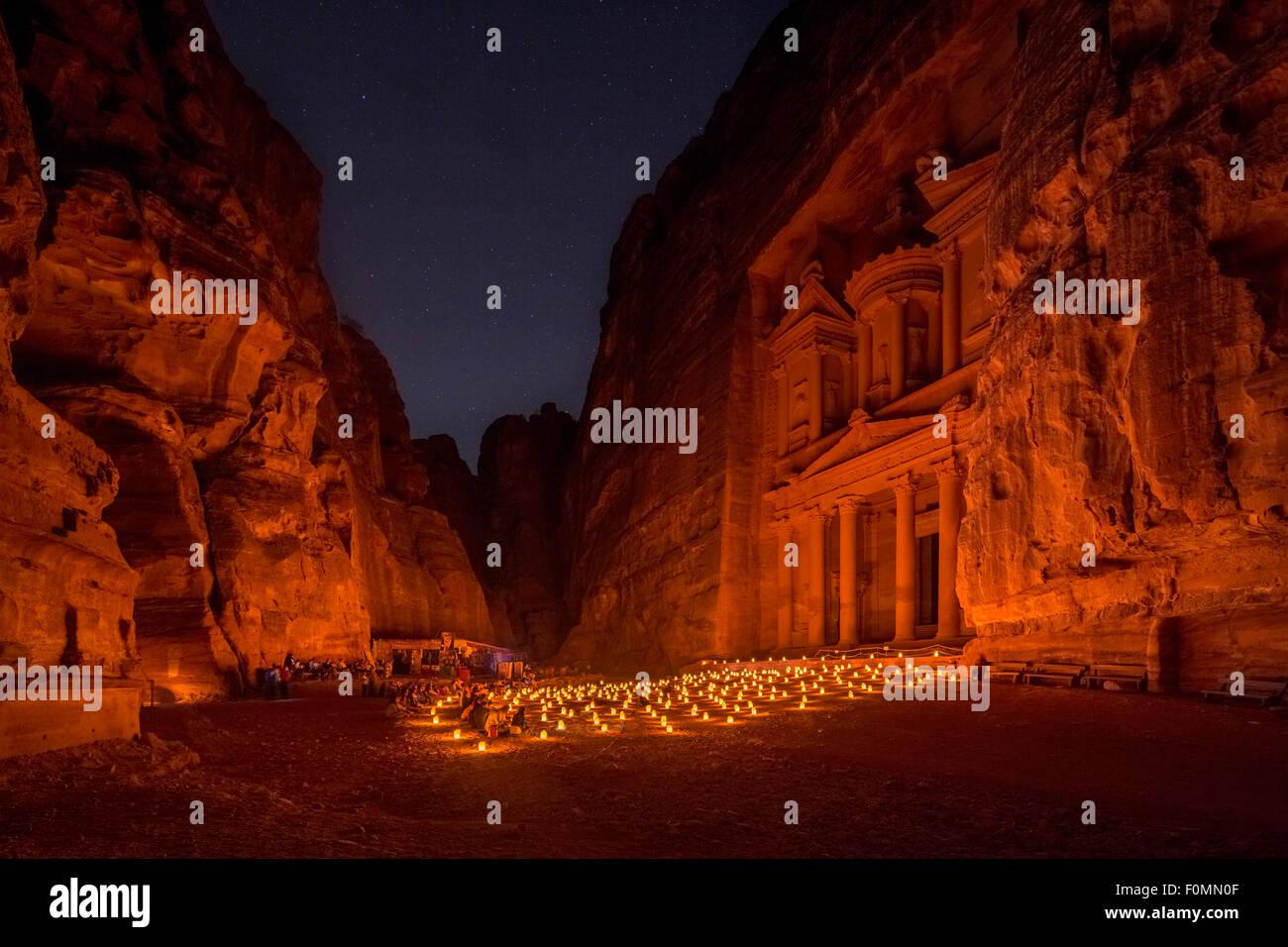 Al-Khaznah o del Tesoro di notte tempo visita a lume di candela, Petra, Giordania. Immagini Stock