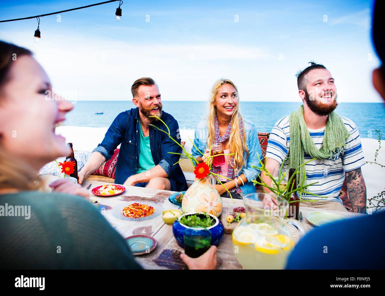 Diverse Summer Beach Party sul tetto il concetto di divertimento Immagini Stock