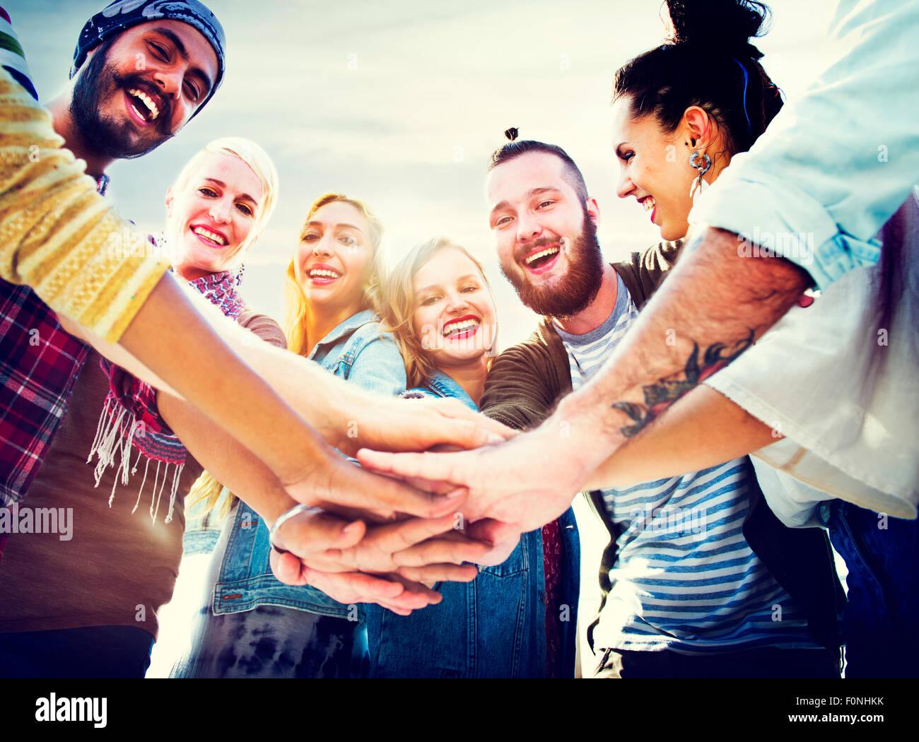 Amicizia unire le mani celebrazione estate spiaggia Concept Immagini Stock