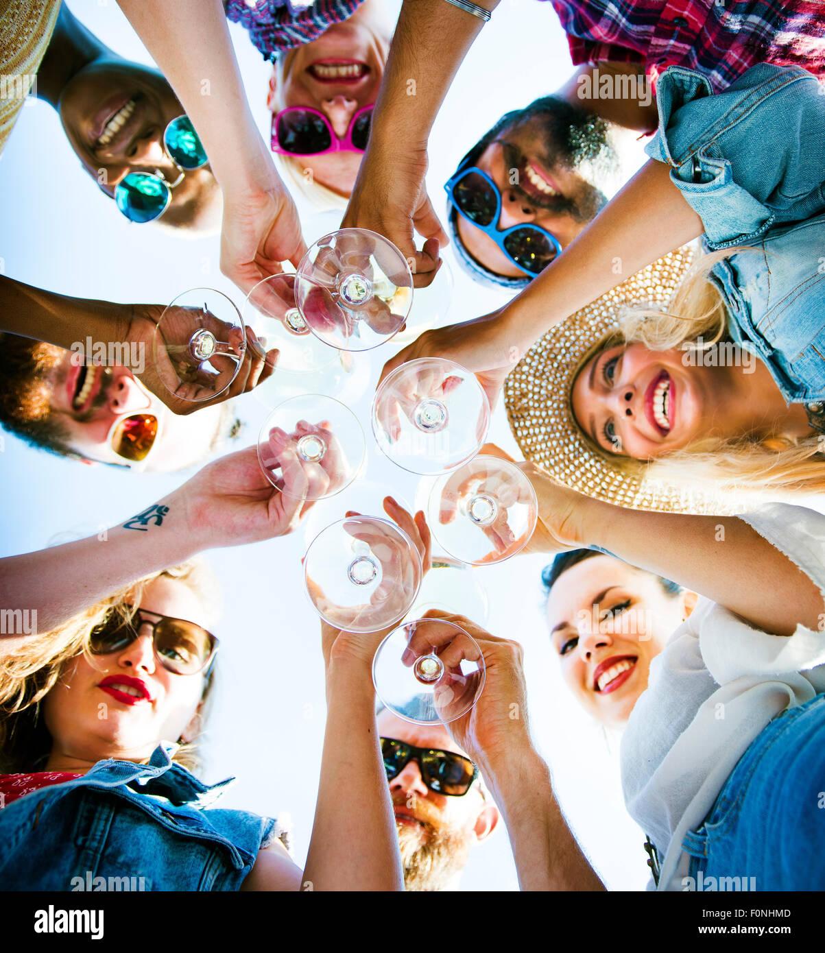 Spiaggia celebrazione Cheers amicizia divertimento estivo Concept Immagini Stock