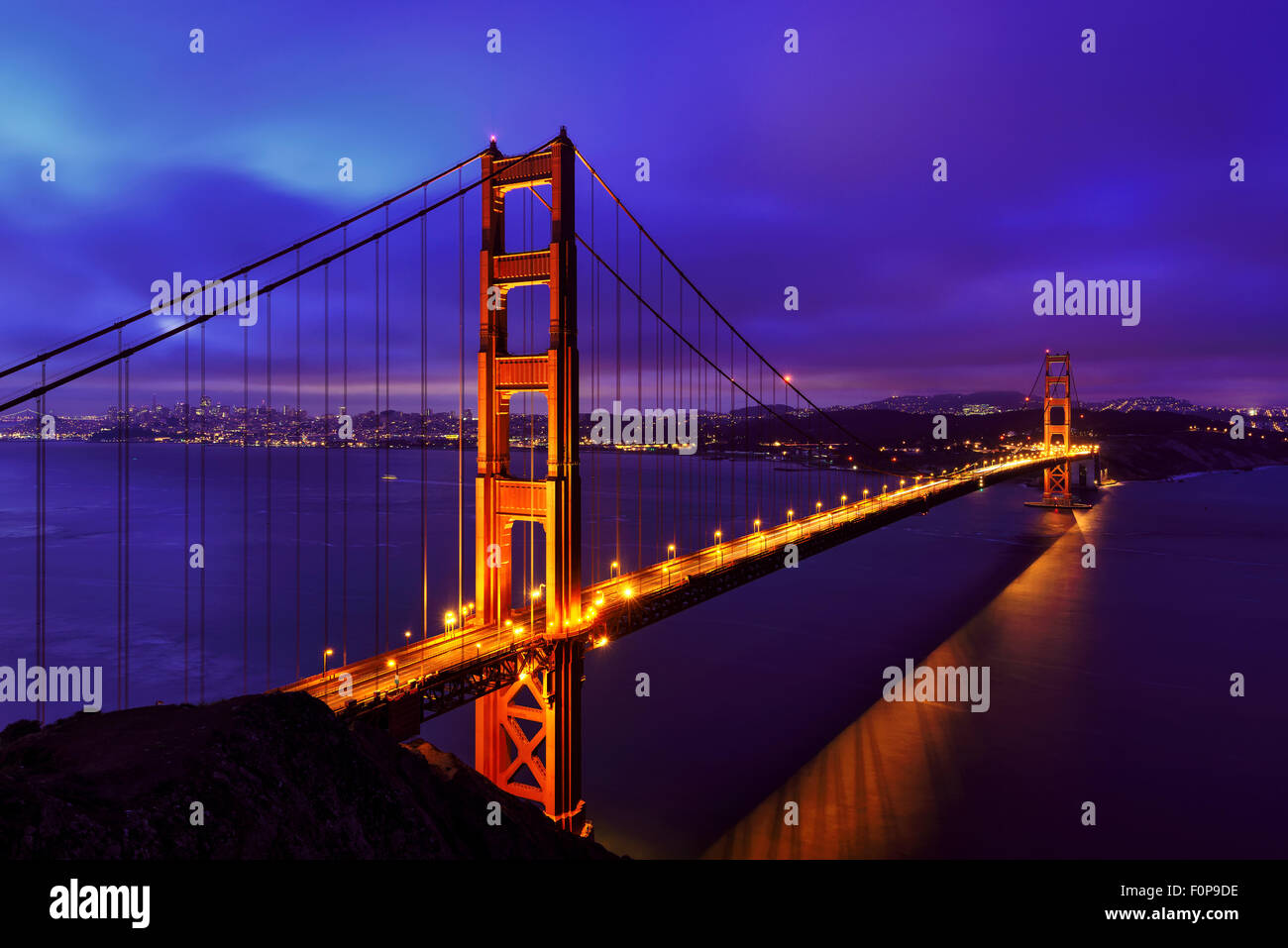 Blu notte al Golden Gate Bridge di San Francisco Immagini Stock
