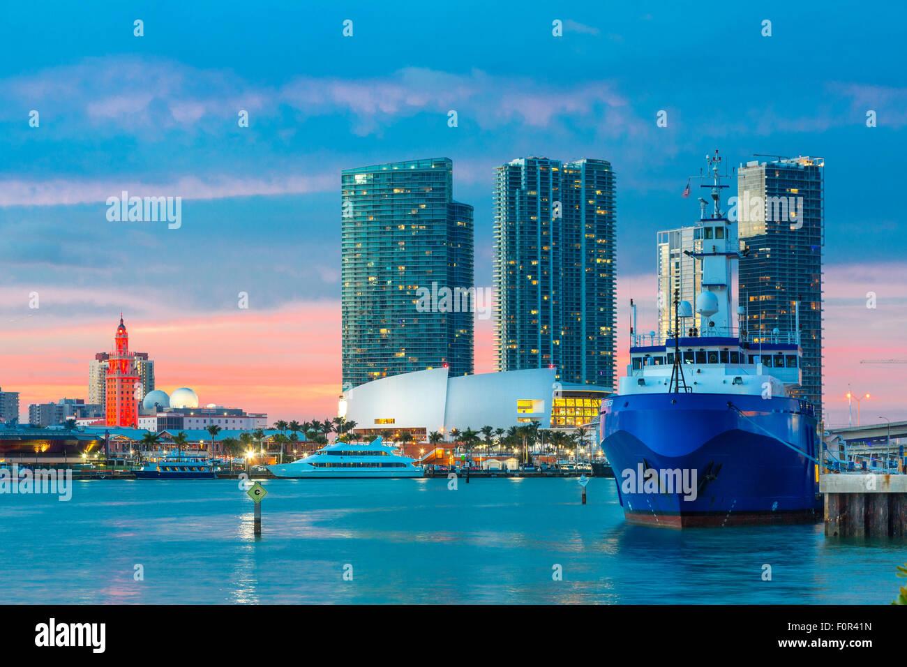 Florida, lo skyline di Miami al tramonto Foto Stock