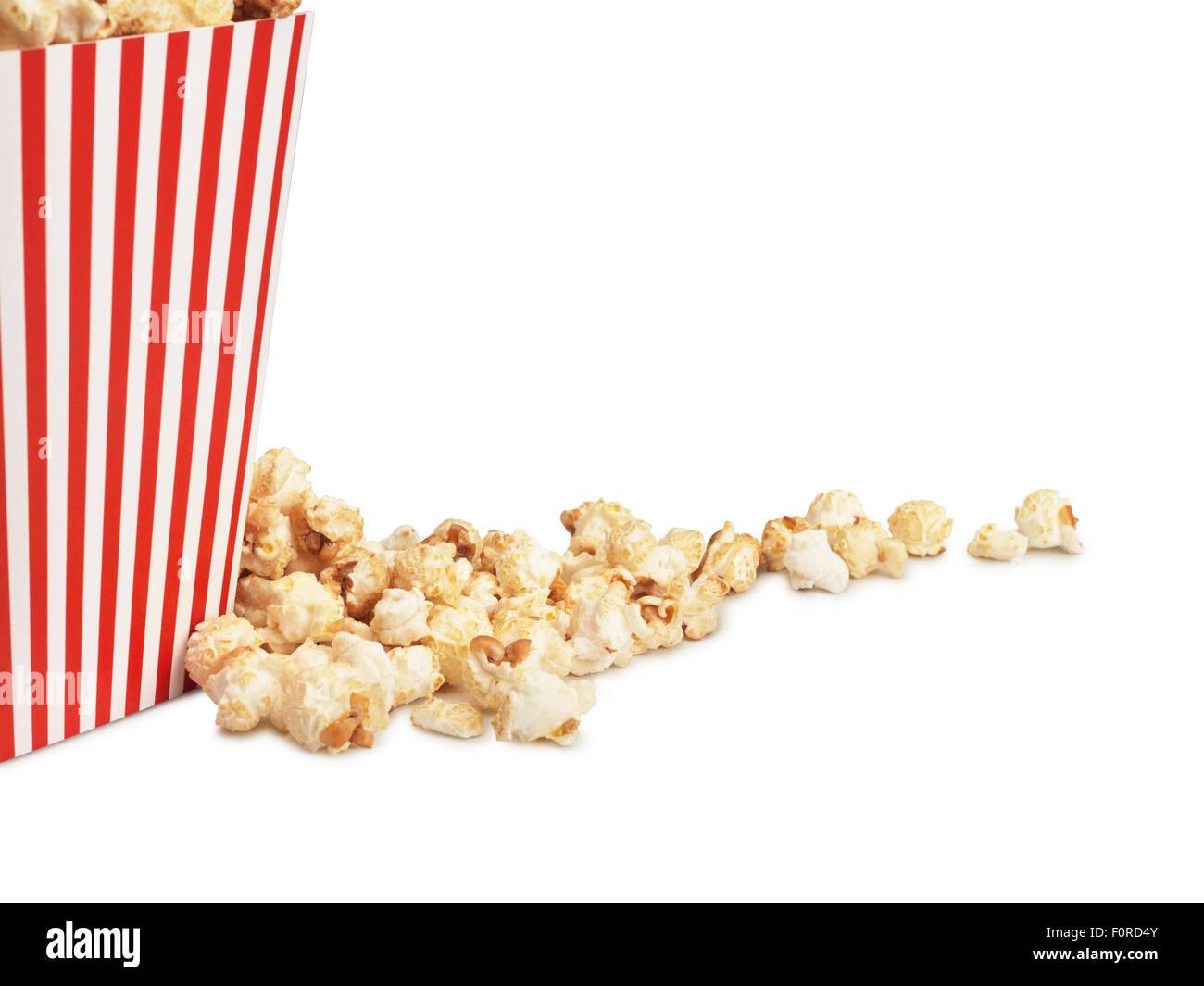 Colpo di stile cinema popcorn nella casella su sfondo bianco con copia spazio per il progettista. Foto Stock