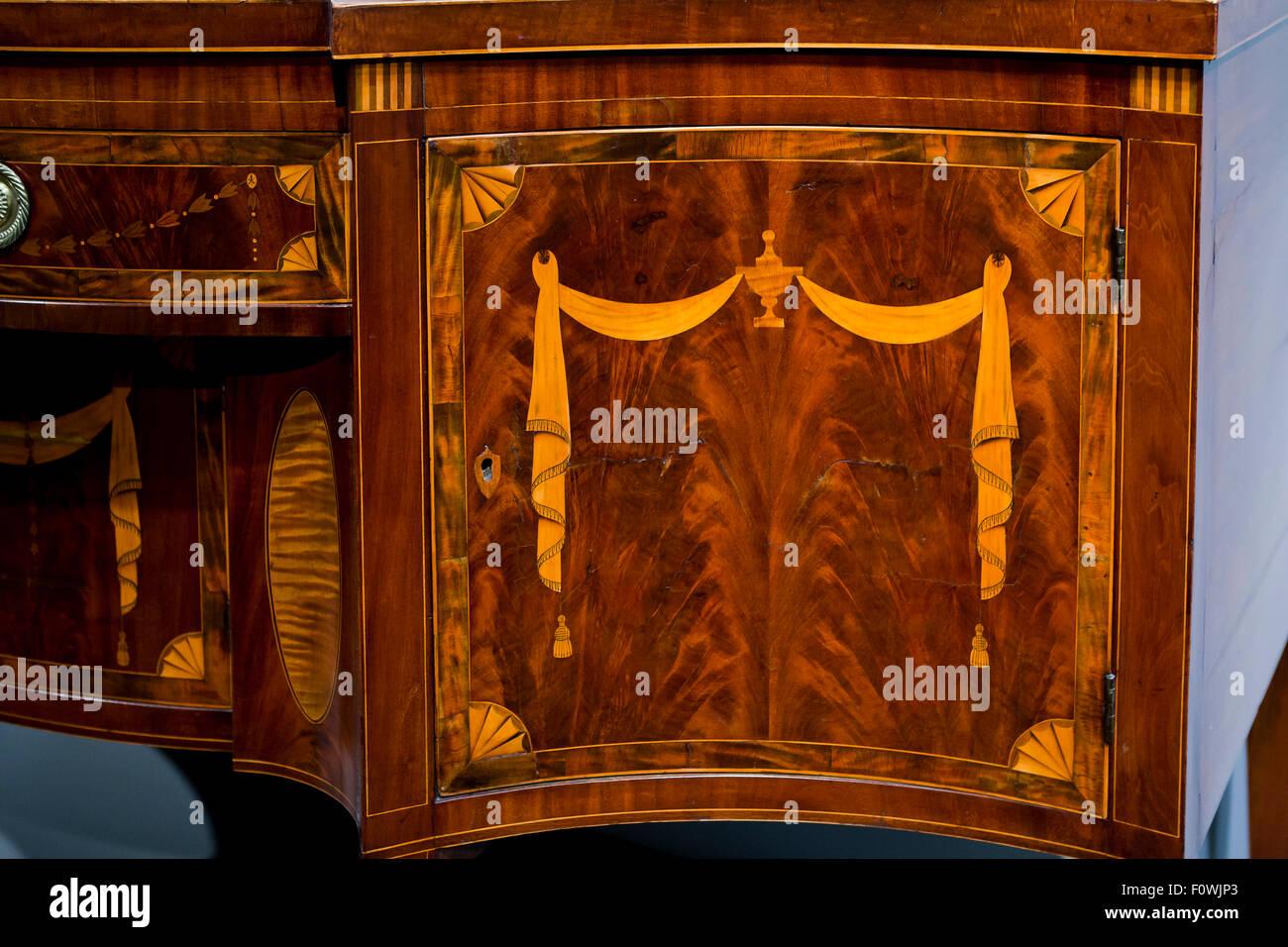 Antica credenza in mogano e satinwood intarsio, circa 1793 ( antico fatto a mano American mobili in legno) Immagini Stock