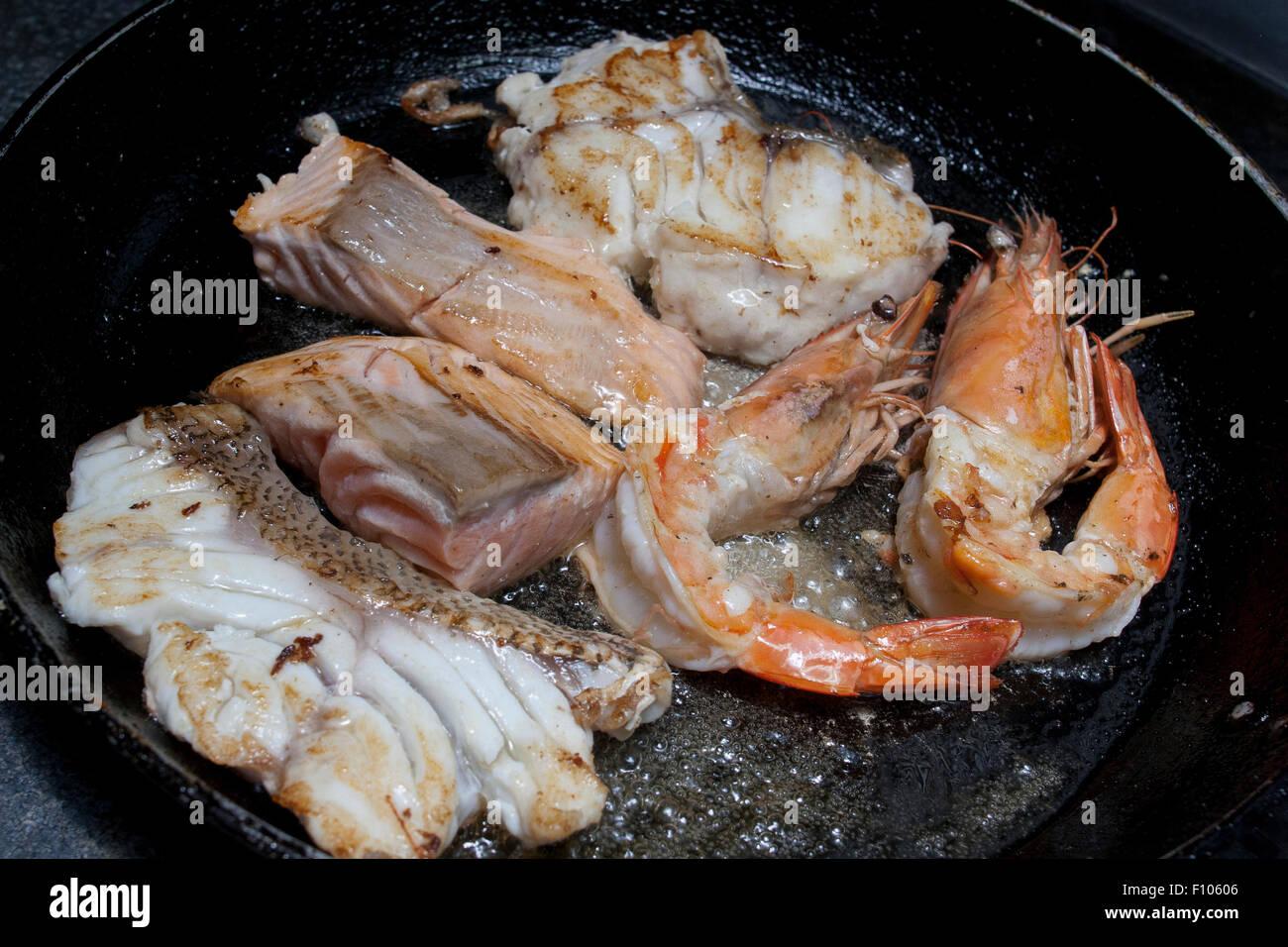 Pesce Fritto Astice Gamberetti In Padella Foto Immagine Stock
