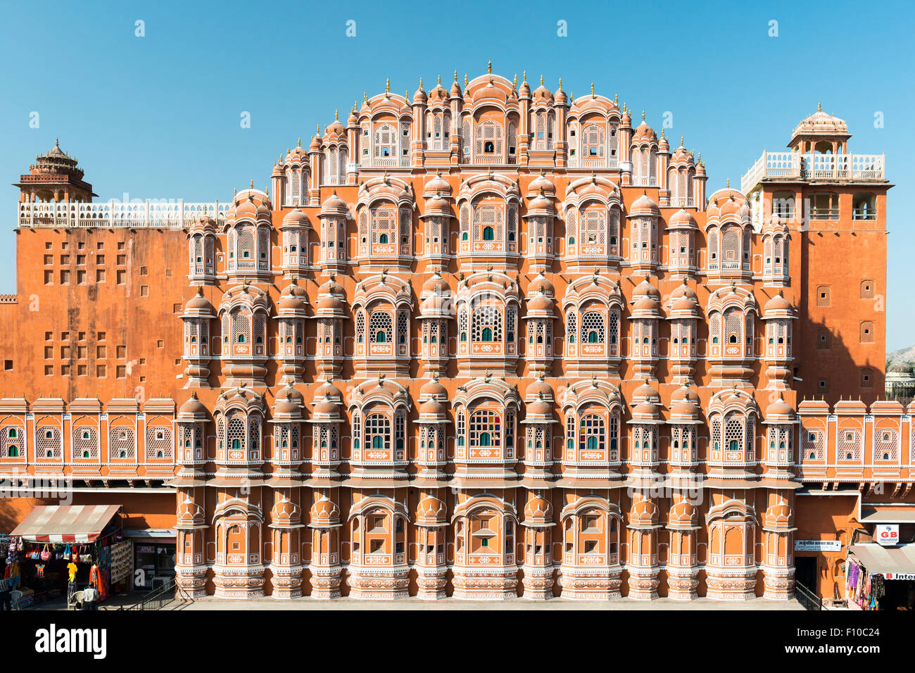 Facciata del Hawa Mahal o Palazzo dei venti, Jaipur, India Immagini Stock