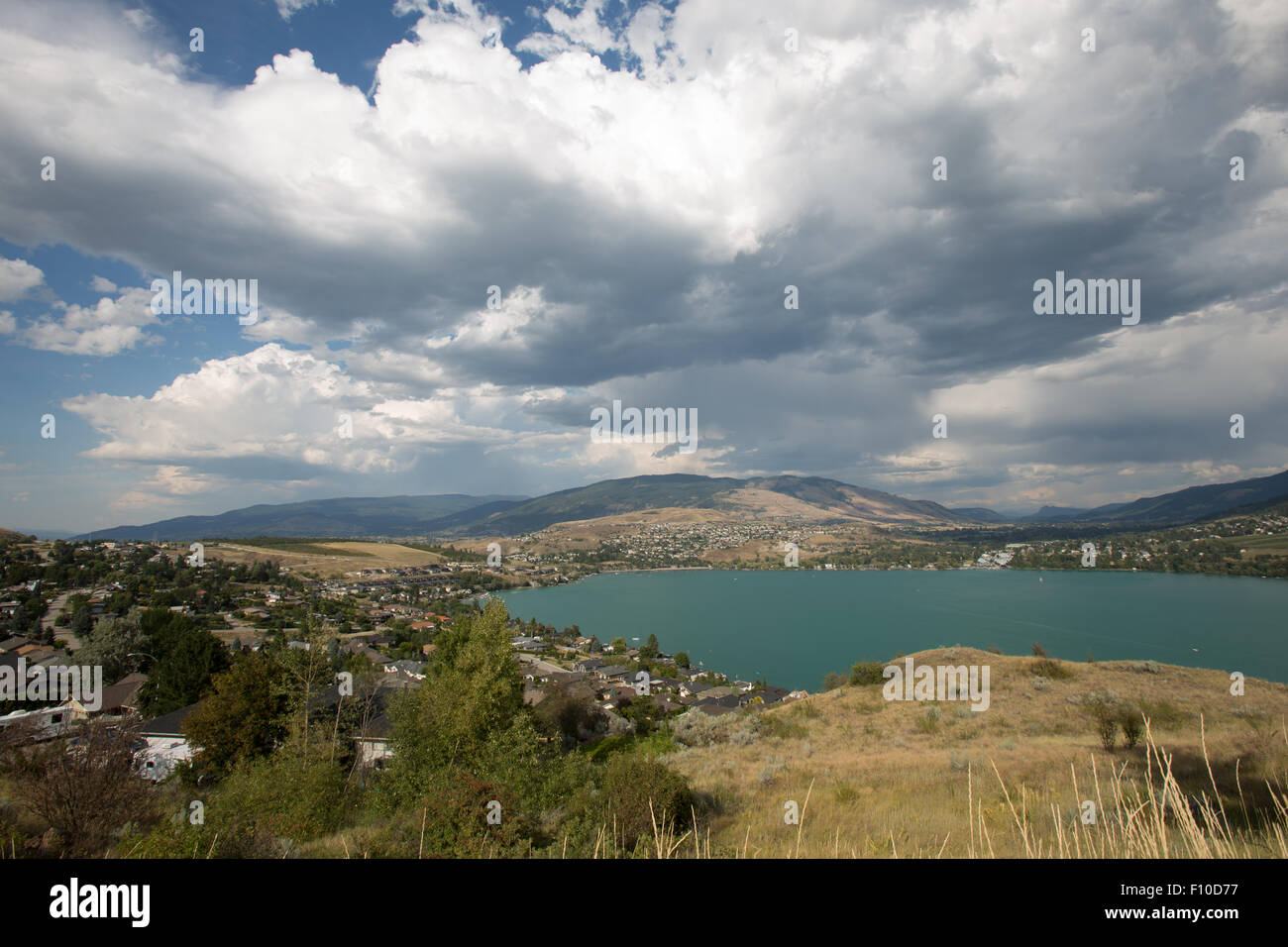 Il turchese del lago alla Coldstrean, Okanagan Valley, British Columbia Immagini Stock