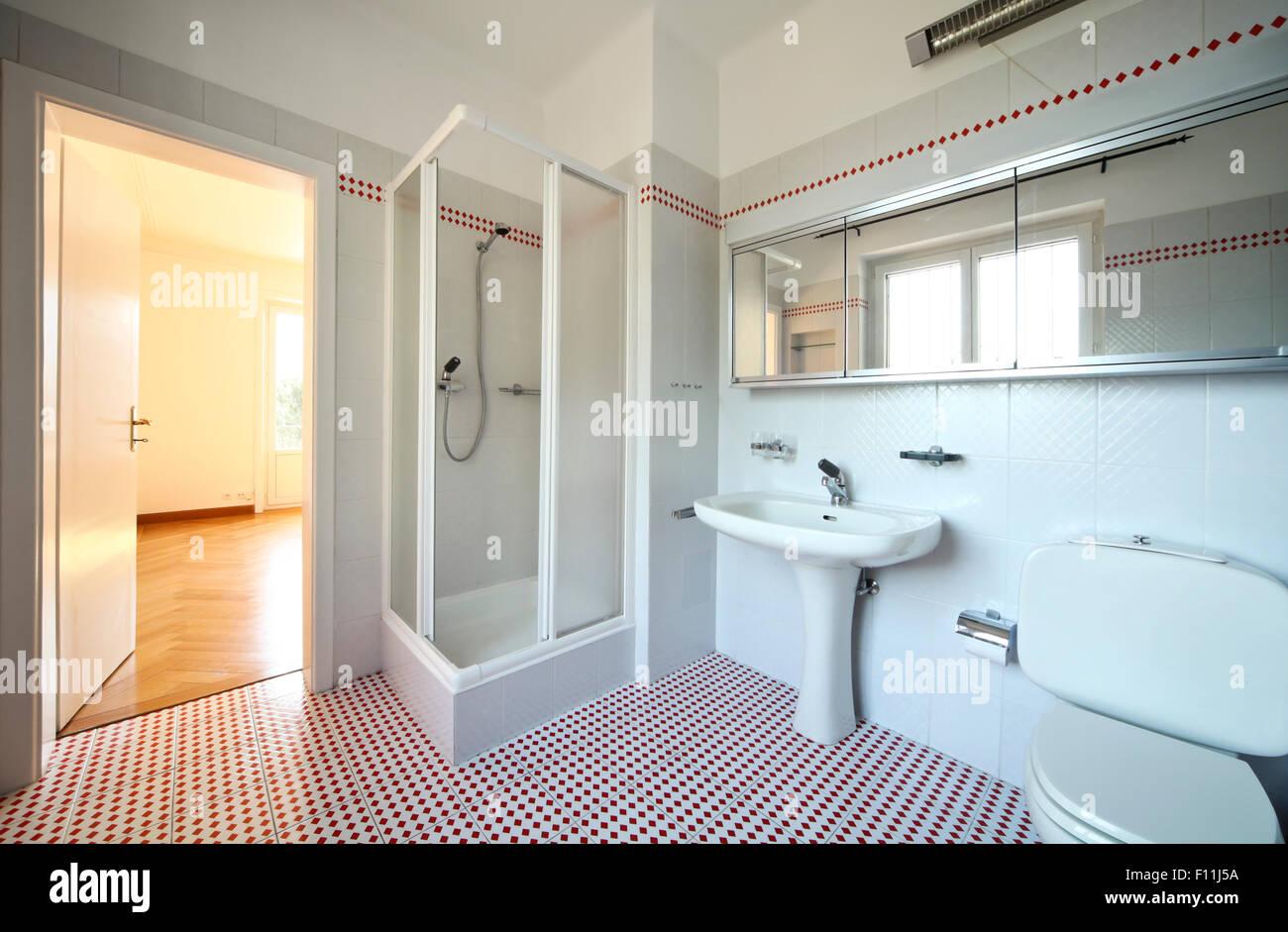 Bagno interno piastrelle del pavimento foto immagine stock