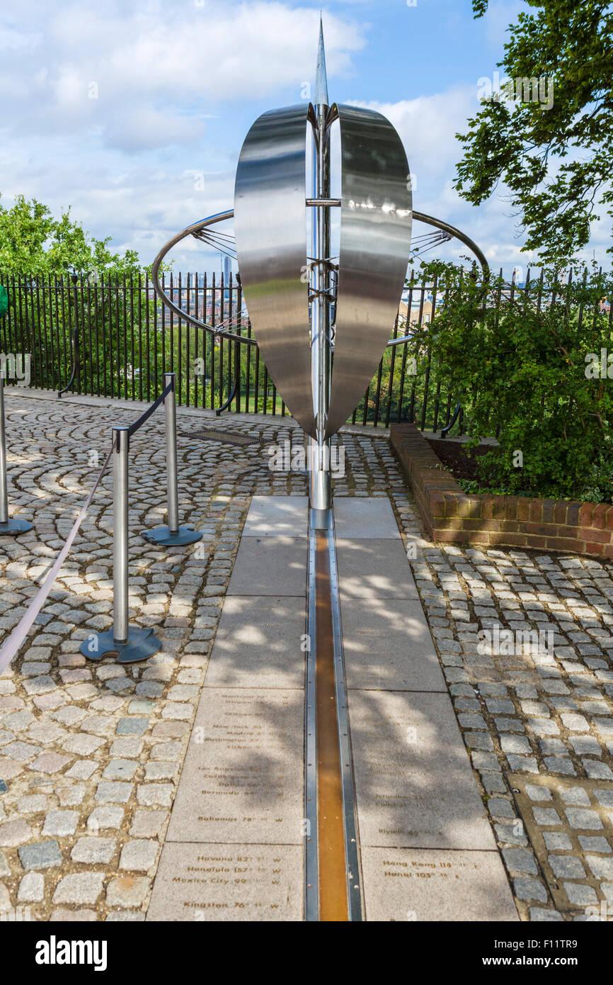 La scultura sul primo meridiano linea presso il Royal Observatory, Greenwich, London, England, Regno Unito Immagini Stock