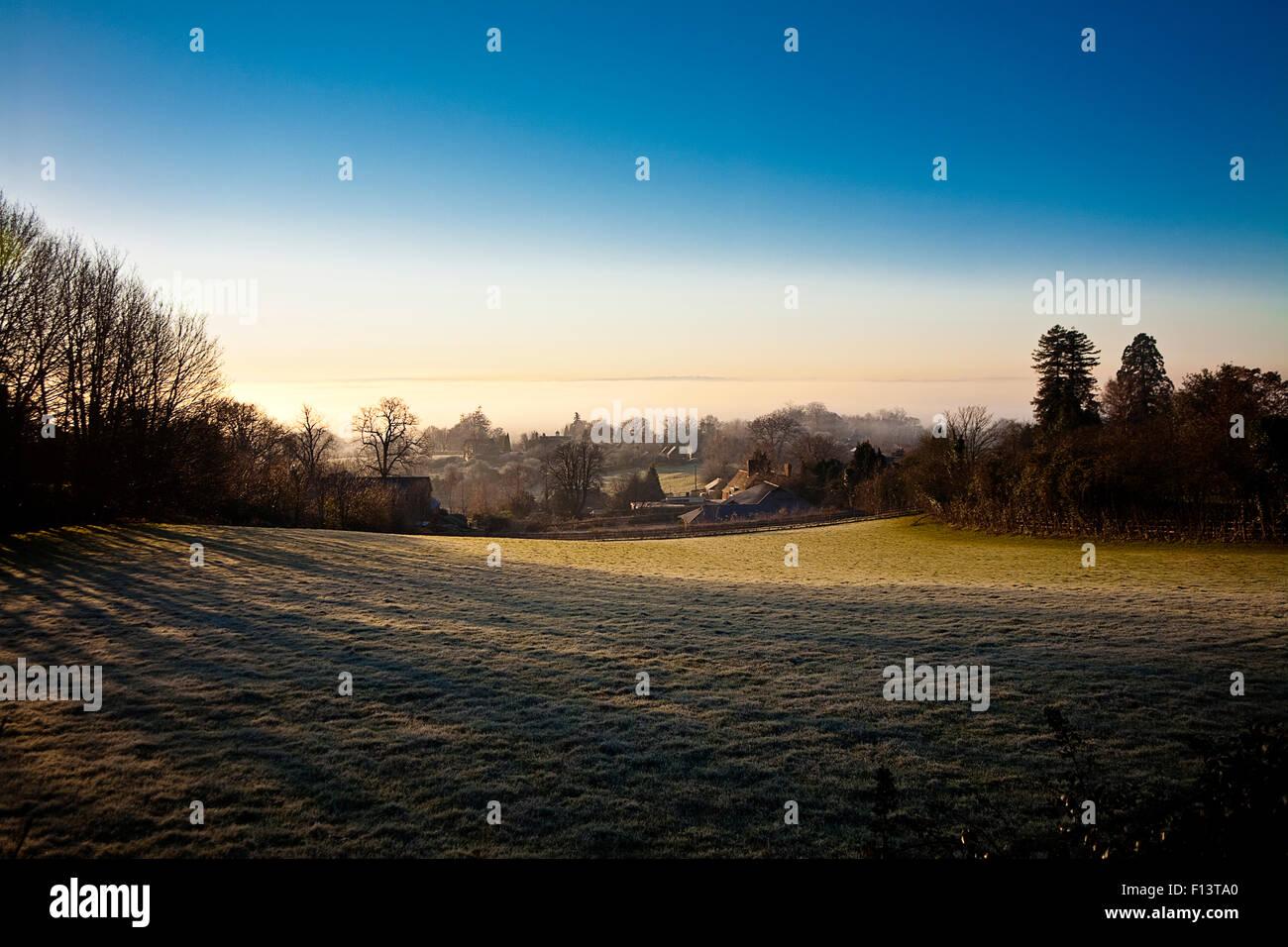 Vista sud oltre il Weald di Kent a Crockham Hill, vicino Oxted e Edenbridge in inverno Foto Stock