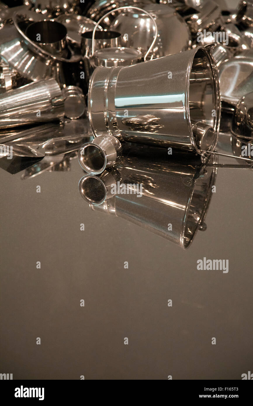 'Ogni giorno' Installazione dettaglio da Subodh Gupta alla Tate Modern a Londra REGNO UNITO Immagini Stock