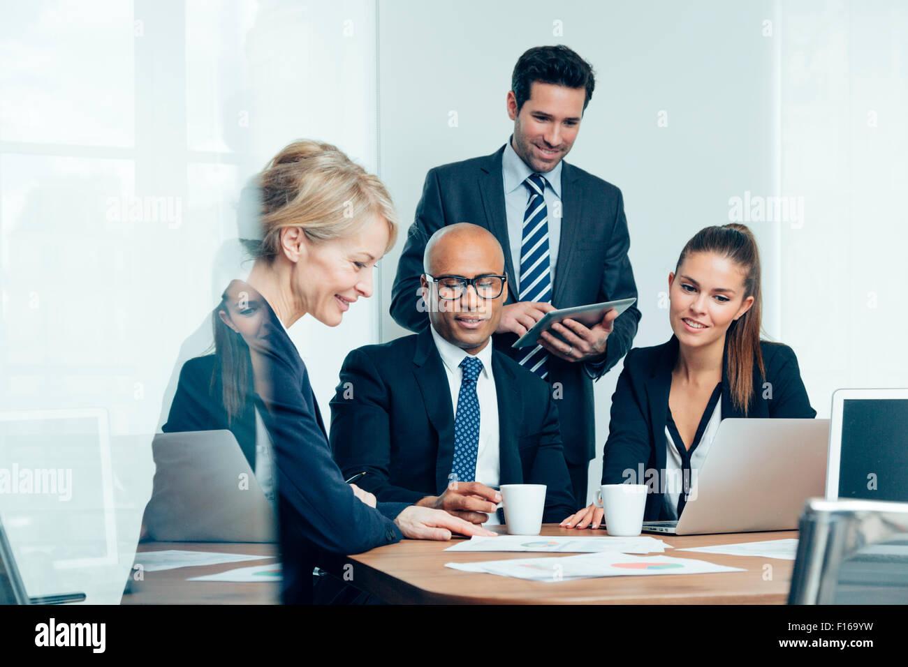 La gente di affari sale riunioni Immagini Stock