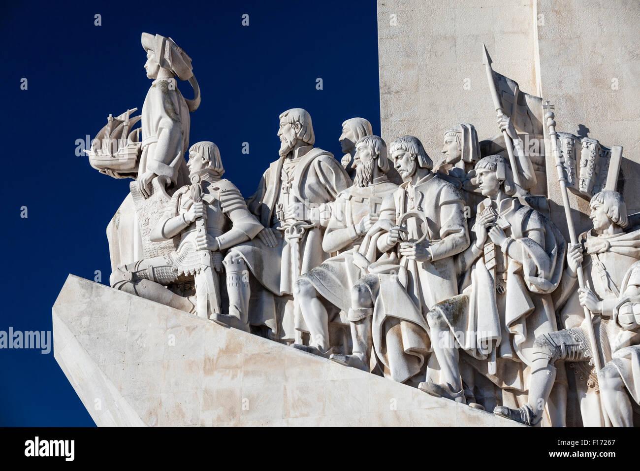 Dettaglio del monumento alle scoperte lungo il fiume Tago nella sezione di Belem di Lisbona, Portogallo. Immagini Stock