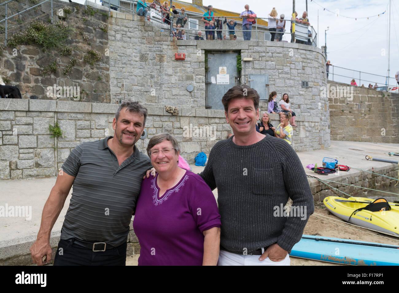 Mousehole, Cornwall, Regno Unito. Il 29 agosto 2015. Celebrità il presentatore TV Nick Knowles, in Mousehole Immagini Stock