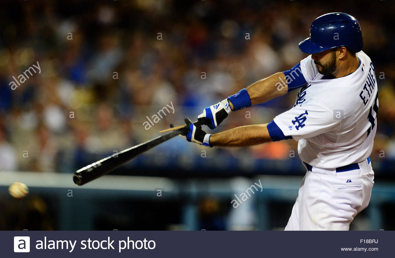 Los Angeles, California, USA. Il 29 agosto, 2015. Los Angeles Dodgers' Andre Ethier colpisce un due RBI singolo Immagini Stock