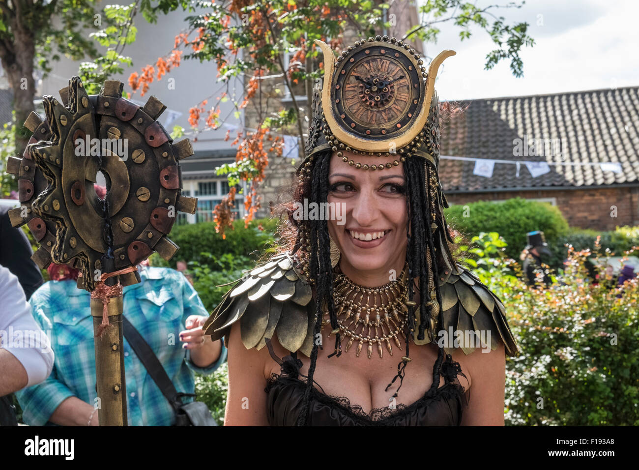 Woman Costume Crown Immagini   Woman Costume Crown Fotos Stock - Alamy a0b766717d7d