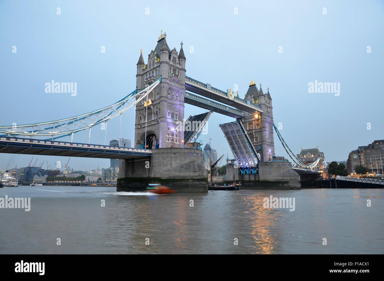 Il Tower Bridge di Londra, Regno Unito, Gran Bretagna Foto Stock