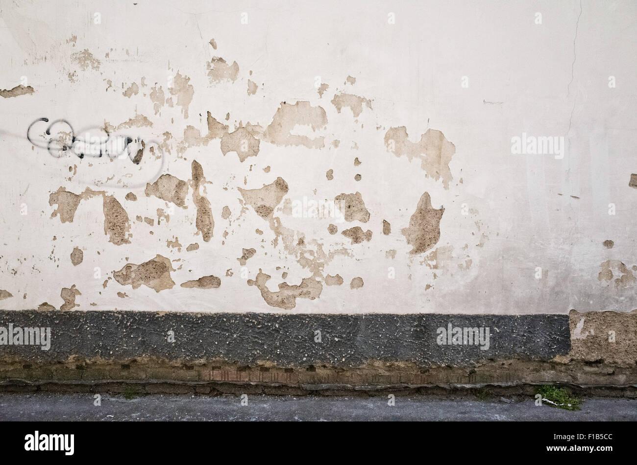 Angosciata e parete danneggiata Immagini Stock