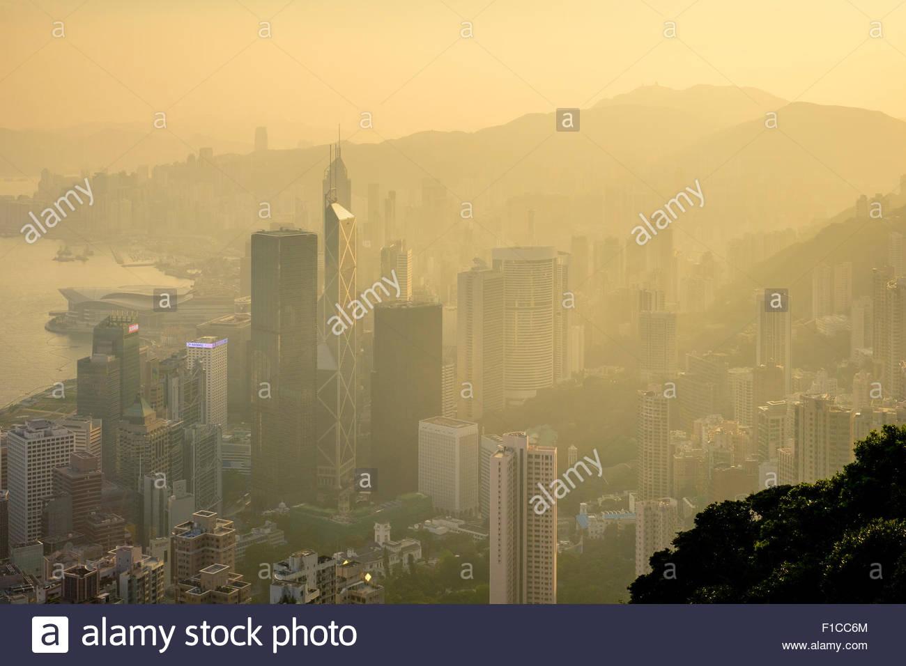 Grattacieli di Central Hong Kong Admiralty e Mong Kok visto dal picco di sunrise, Isola di Hong Kong, Hong Kong, Immagini Stock
