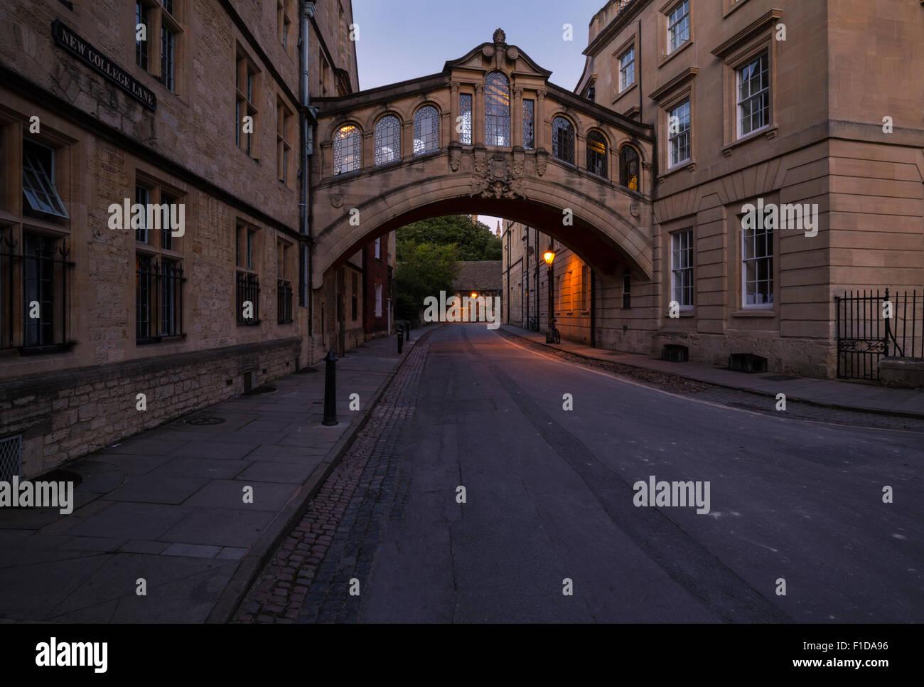 Il ponte dei sospiri di oxford city centre di collegamento tra due edifici universitari insieme Immagini Stock