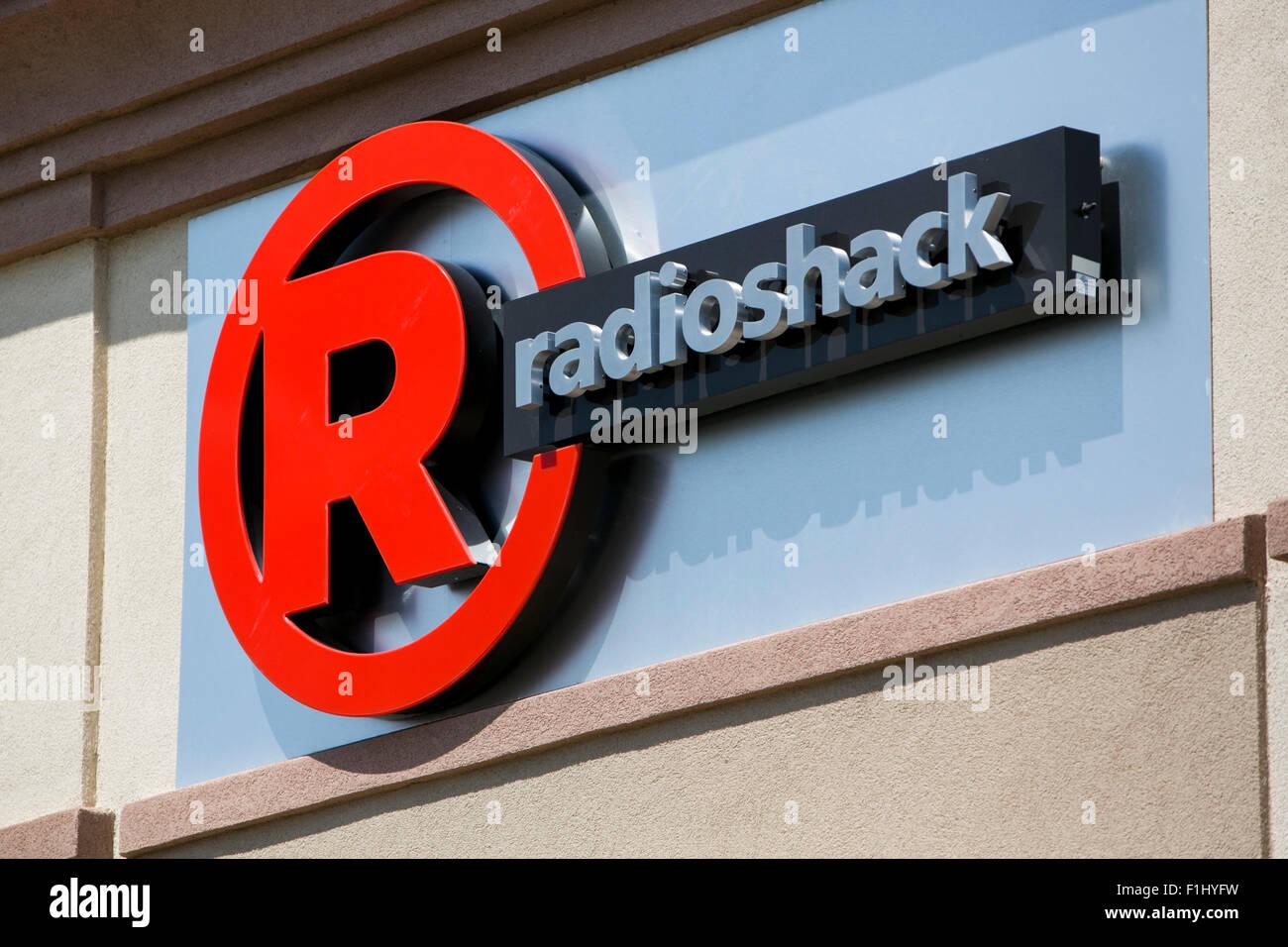 Un logo segno esterno di una comune di Sprint e Radioshack store in Kansas City, Kansas il 23 agosto 2015. Immagini Stock