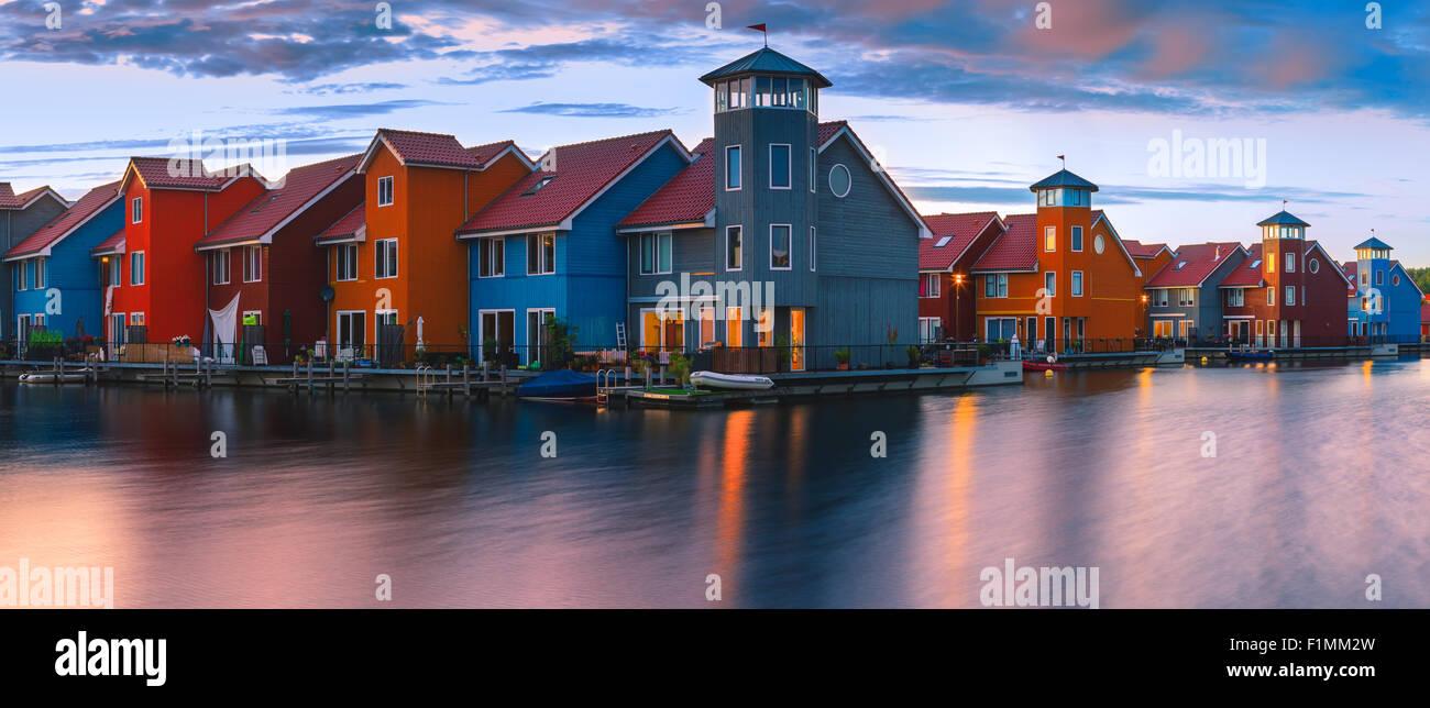 Case colorate al Reitdiephaven, Groningen, Paesi Bassi Immagini Stock