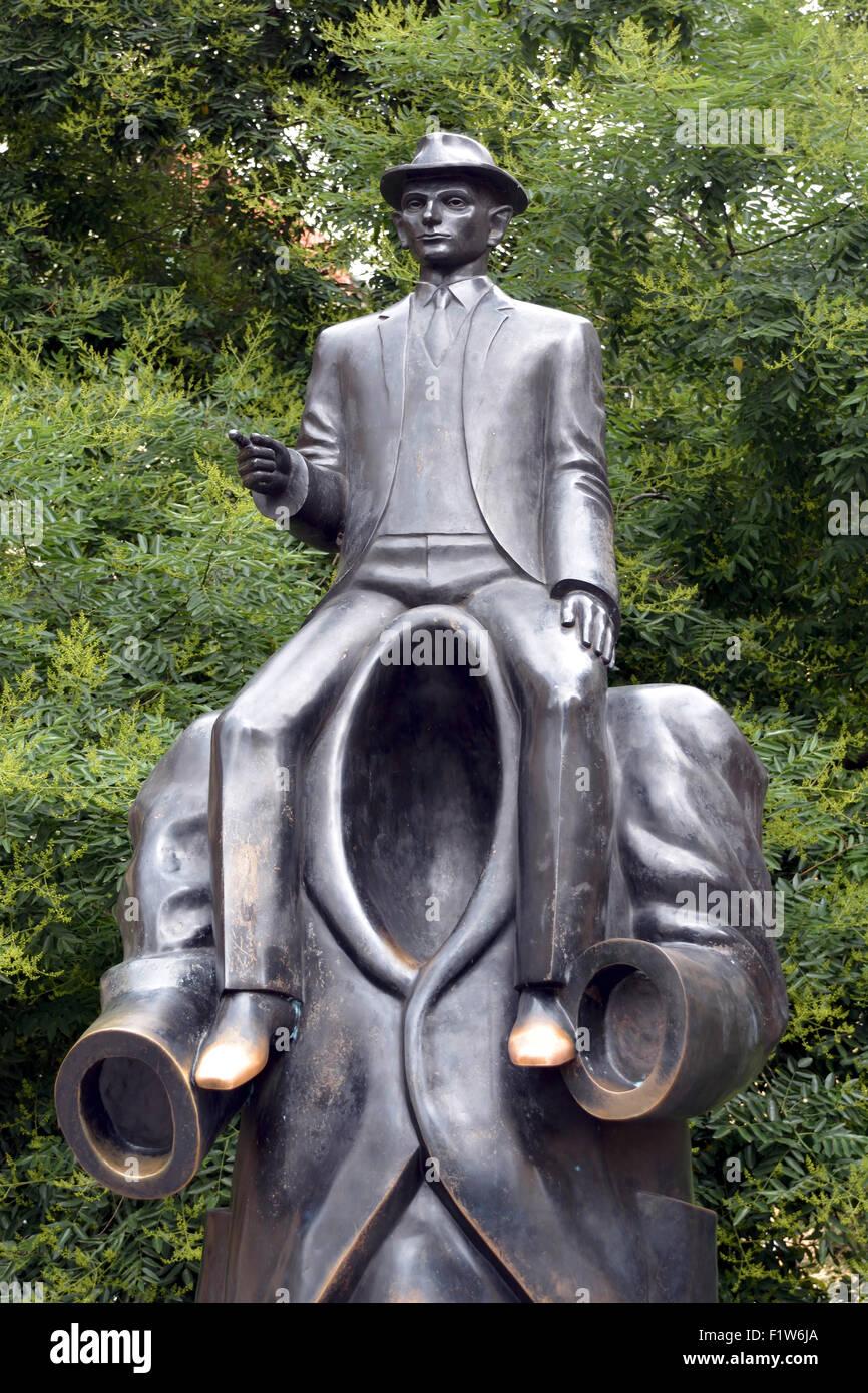 Franz Kafka un monumento alla Sinagoga Spagnola di Praga. Immagini Stock