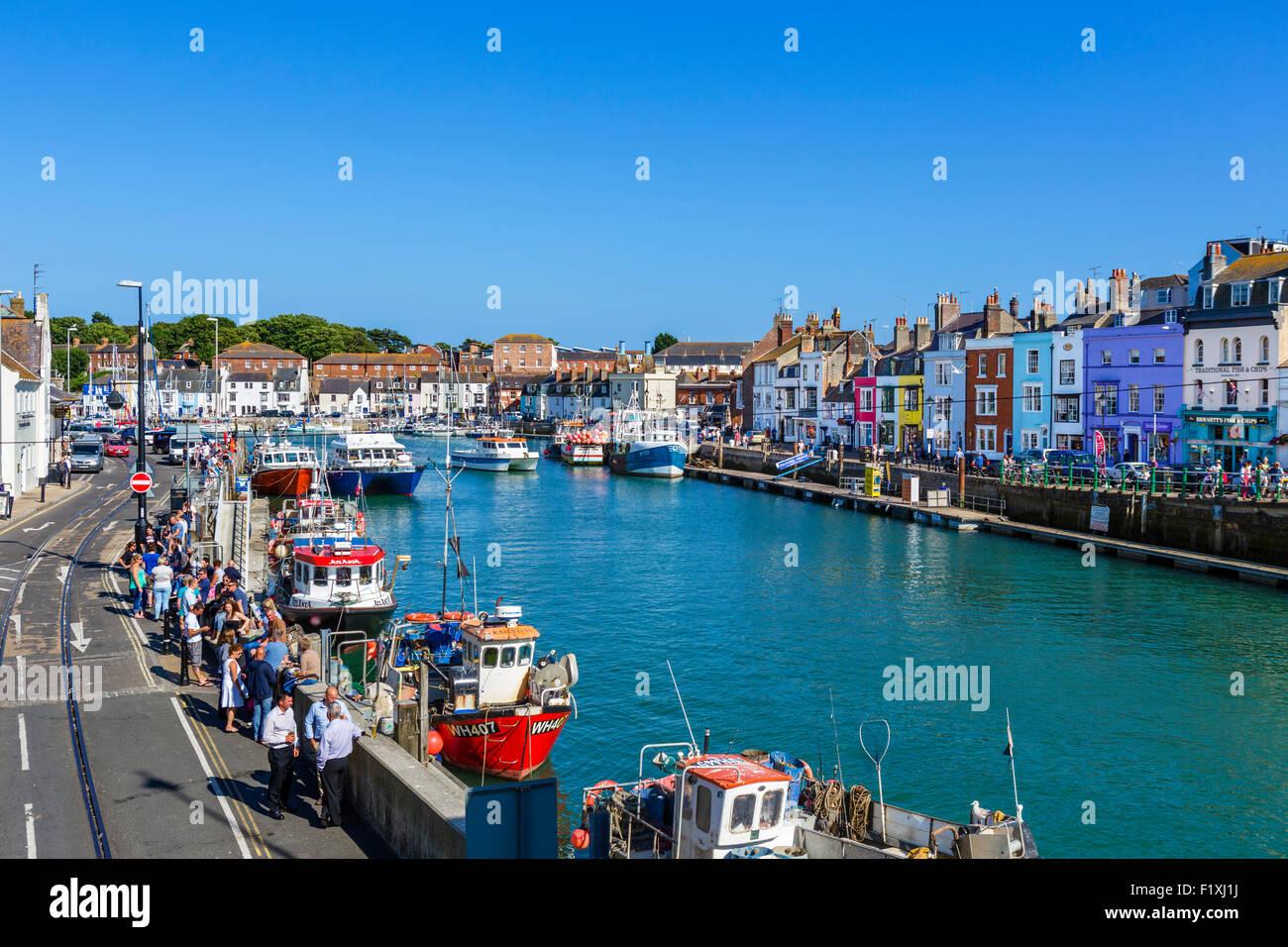 Barche da pesca ormeggiate presso Custom House Quay a Weymouth, Jurassic Coast, Dorset, England, Regno Unito Foto Stock