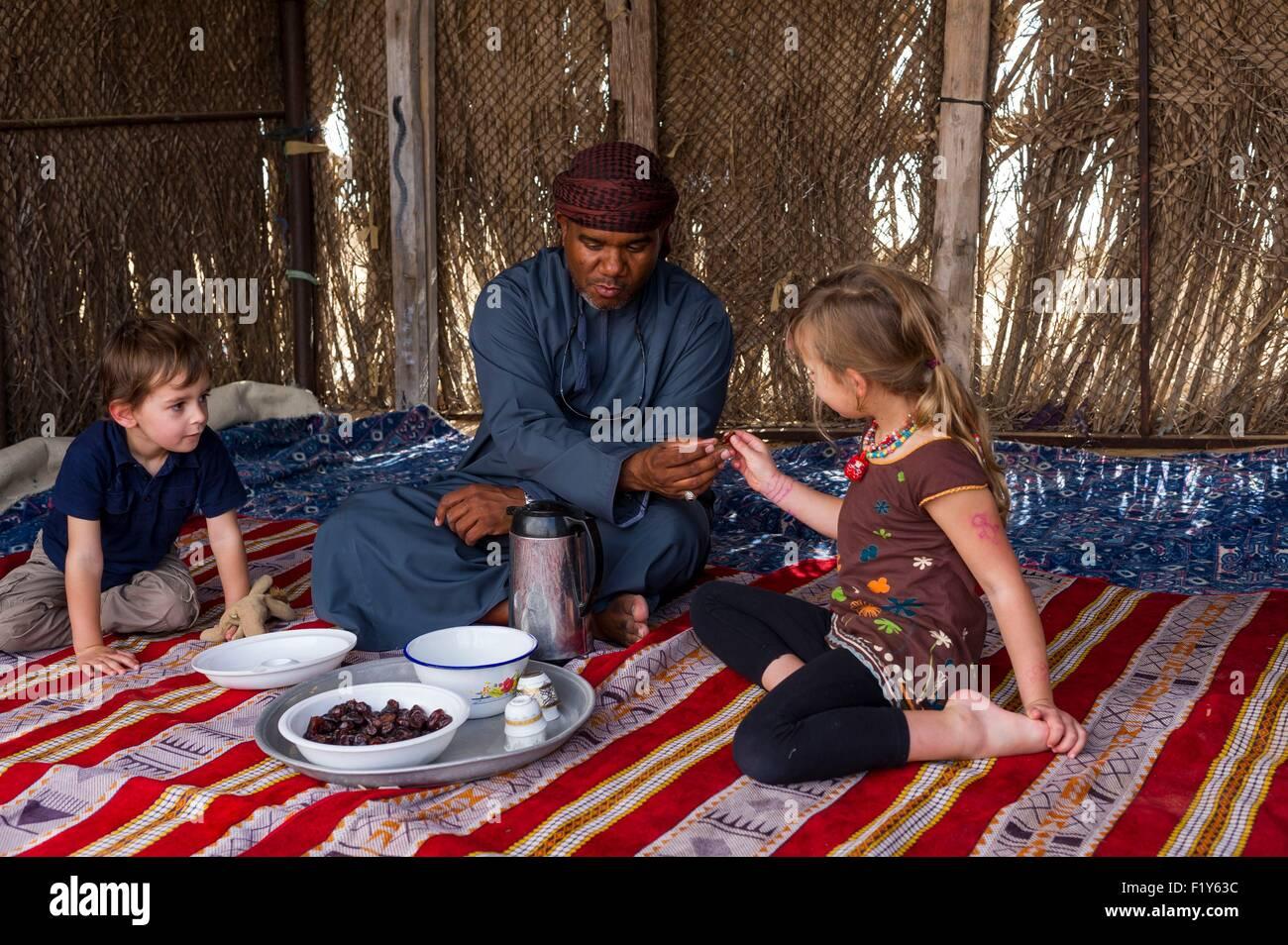 Oman, Sharquiyah Sands, beduin ospitalità Immagini Stock