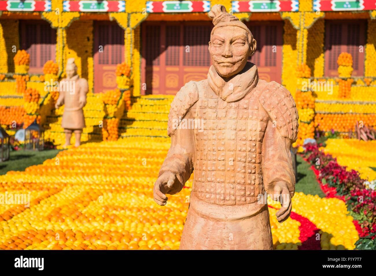 Francia, Alpes Maritimes, Menton, ottantaduesima Sagra del limone sul tema delle tribolazioni di un limone in Cina Immagini Stock
