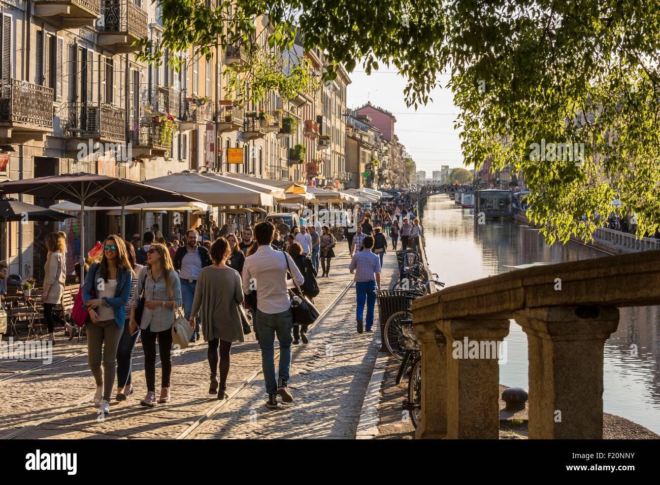 L'Italia, Lombardia, Milano, Navigli, il Naviglio Grande canal e Via Alzaia Naviglio Pavese Immagini Stock