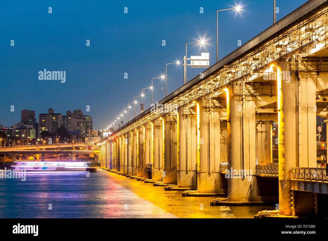 Corea del Sud, Seoul, Banpo Bridge (lungo 570 metri) su ??il fiume Han Immagini Stock