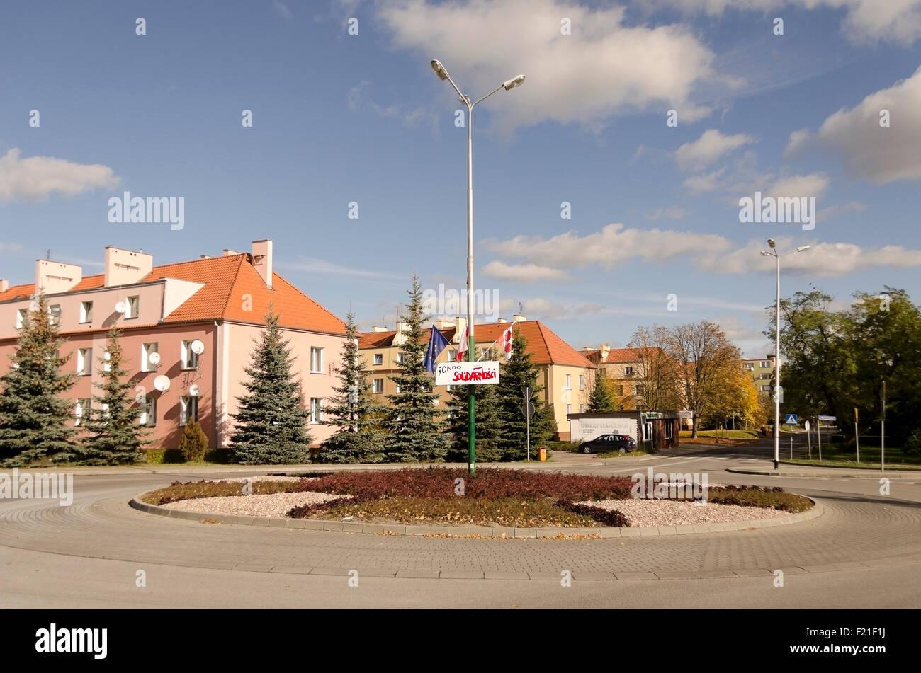 Un villaggio rotonda con la solidarietà poster, striscioni in medio, Brzeg Dolny, Slesia, Polonia, Polska, Immagini Stock