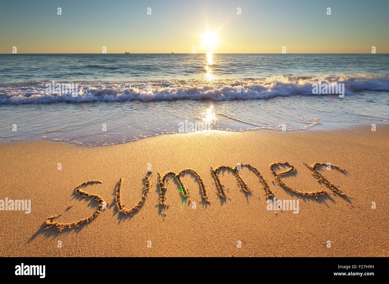 Parola d'estate sulla spiaggia del mare. Elemento di design Foto stock -  Alamy