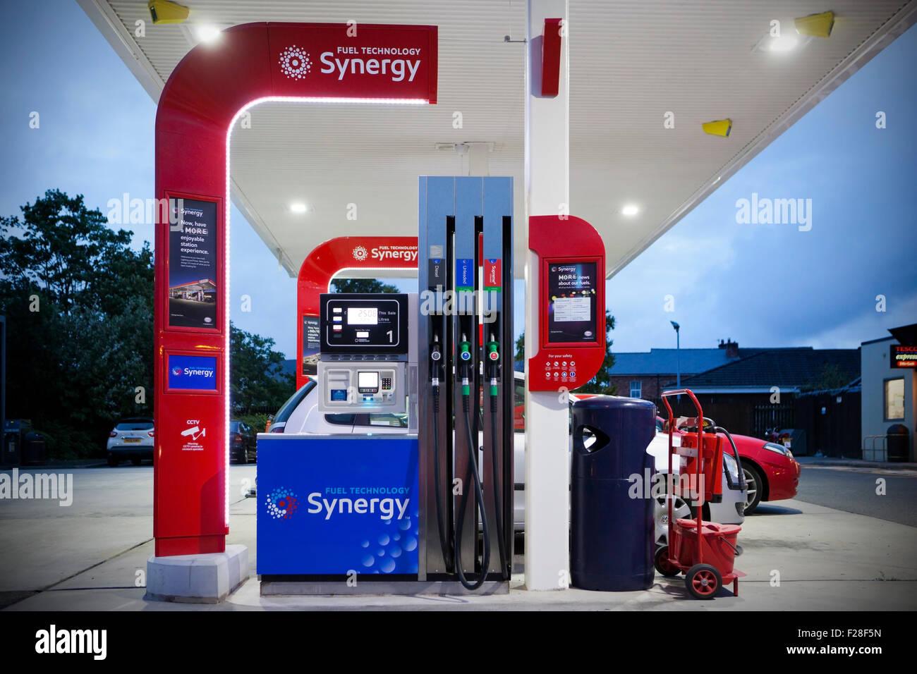 Nuova moderna sinergia Exxon Mobil le pompe di benzina in Pilling Lancashire, Regno Unito Immagini Stock