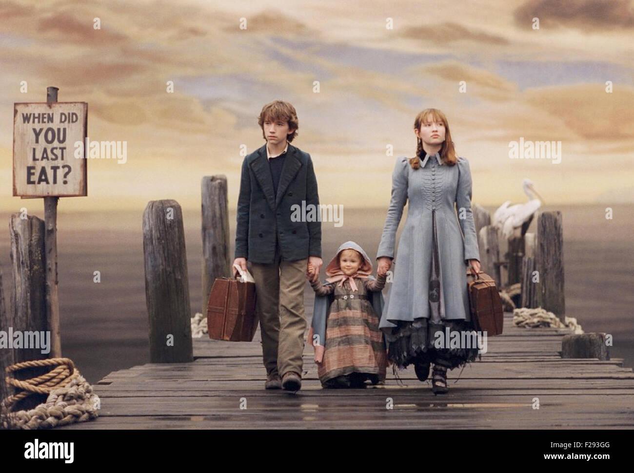 LEMONY SNICKET una serie di sfortunati eventi 2004 film con da sinistra: Liam Aiken, Shelby Hoffman, Emily Browning Immagini Stock
