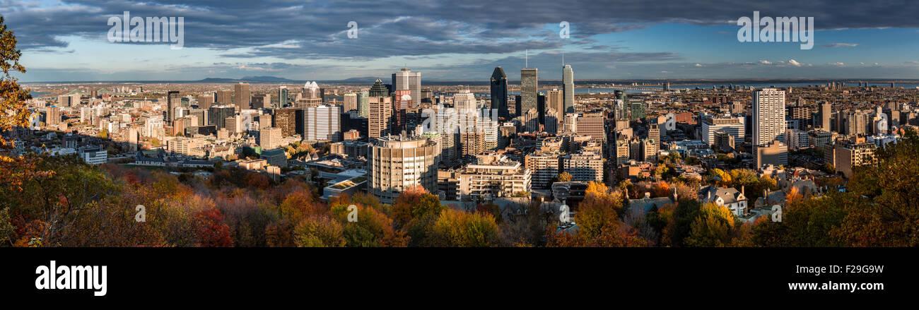Panorama di Montreal come visto dal Mount Royal su un tardo pomeriggio. Immagini Stock