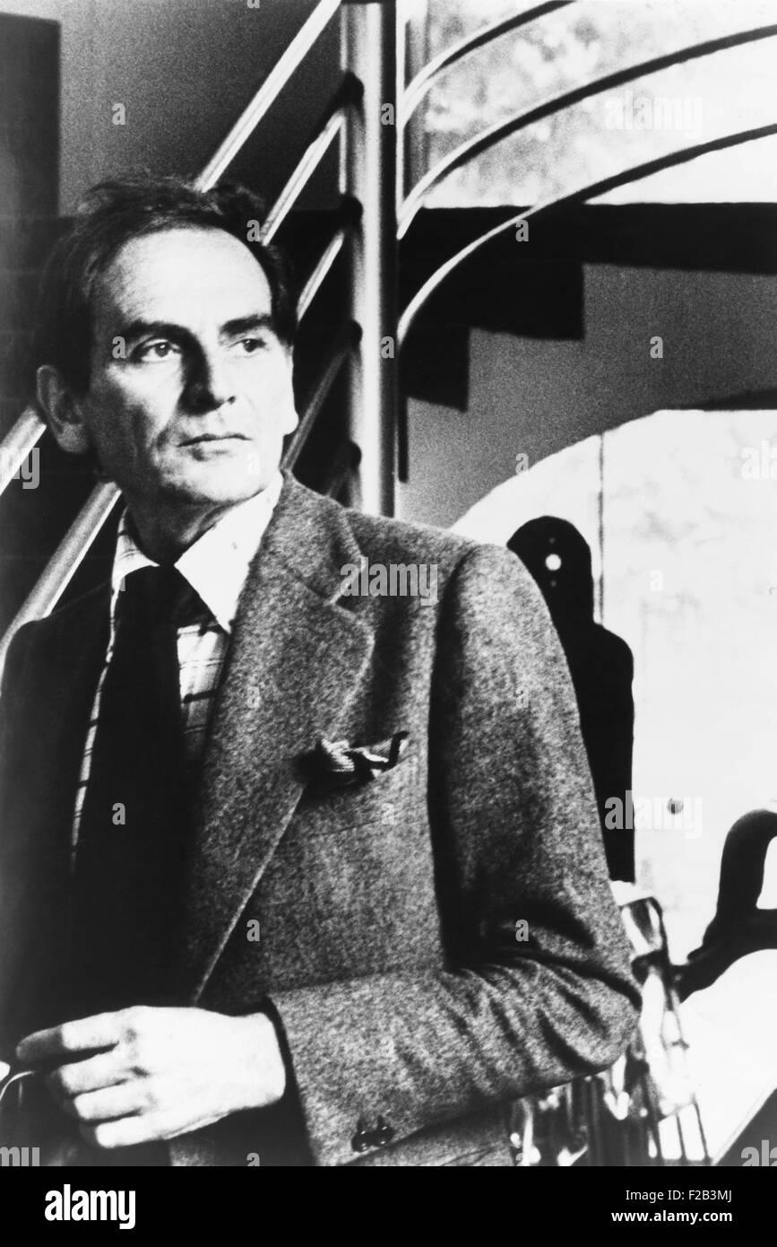 Pierre Cardin, nato Pietro Cardin, era un italiano-francese nato designer di moda. Nei tardi anni sessanta e settanta, Immagini Stock