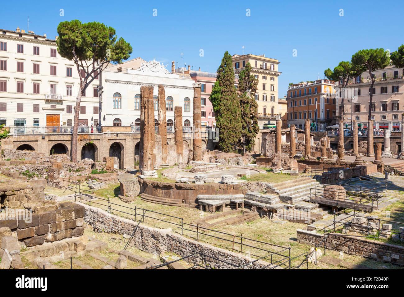 Rovine di quattro teatri romani in Largo di Torre Argentina una piazza di Roma Italia Roma Lazio EU Europe Immagini Stock