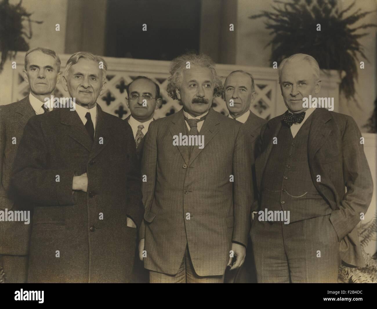 Ritratto di cinque scienziati nel 1931. L-R: Walter Sydney Adams, Albert Abraham Michelson, Walther Meyer, Albert Immagini Stock