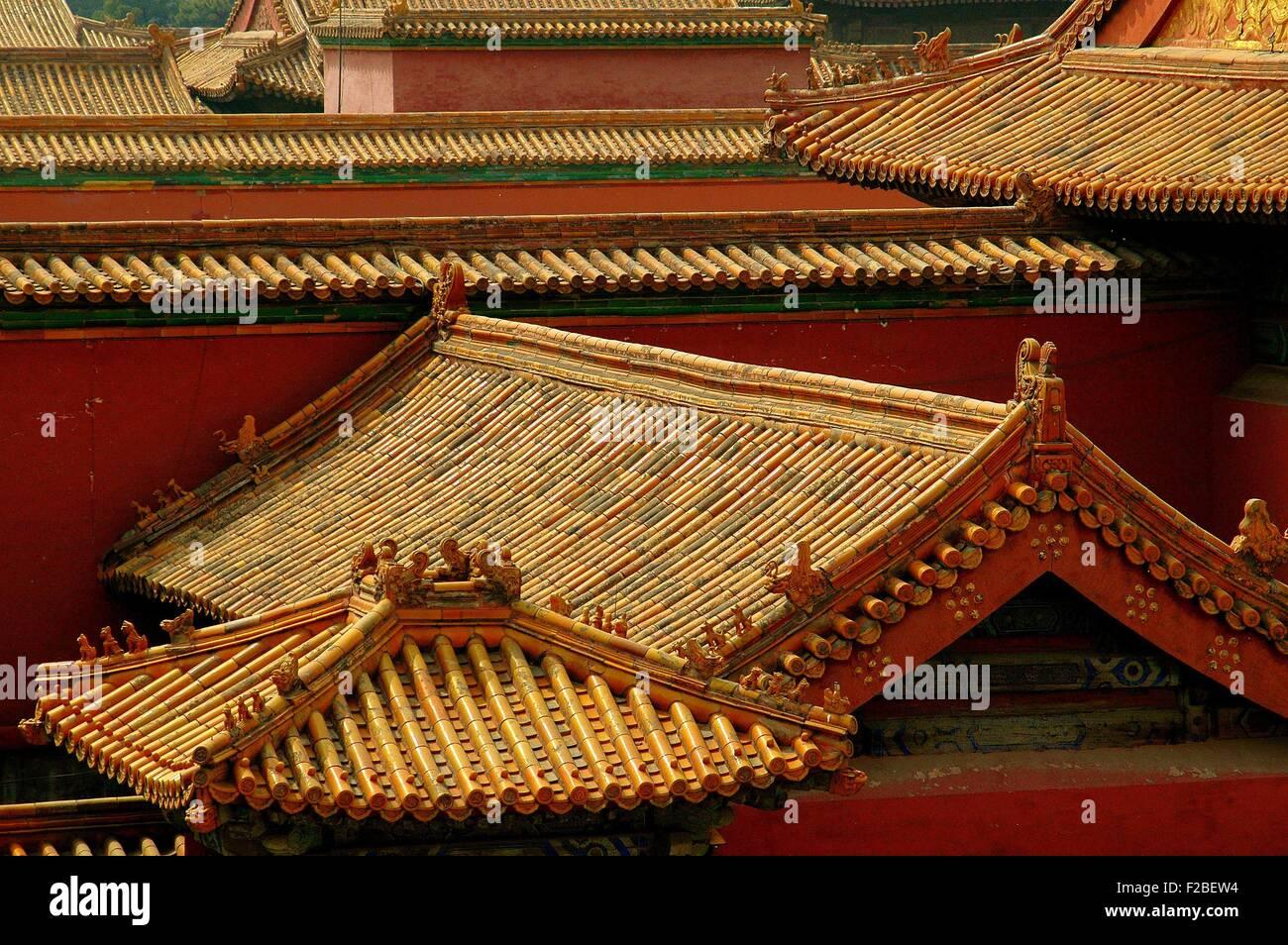 Pechino cina: arancio piastrella ceramica tetti con scolpito