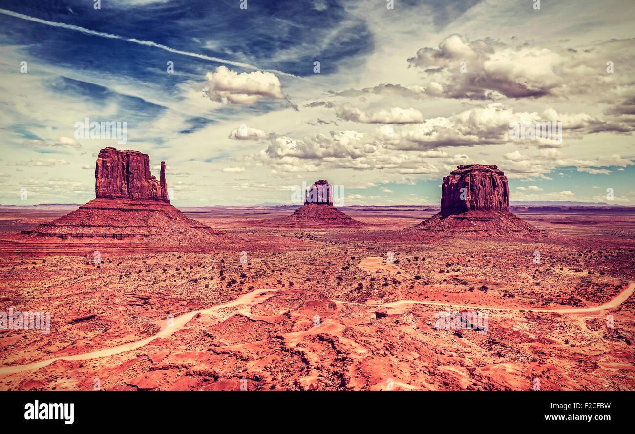 Rétro in stile vecchia foto della Monument Valley Navajo Tribal Park, Utah, Stati Uniti d'America. Immagini Stock